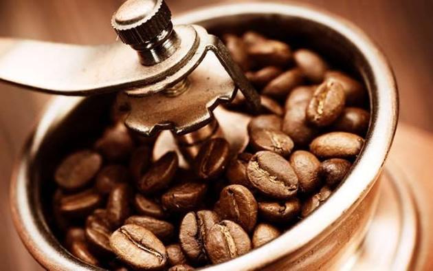 turk-kahvesi-telvesi-ile-gobek-eritme-10