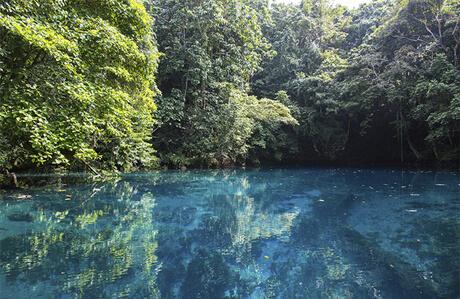 vanuatu-blue-hole-514989969