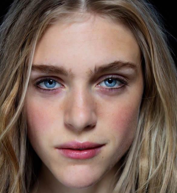 Parlak dudaklar - 2015 Yaz Makyajı Modası - Pegarose.com