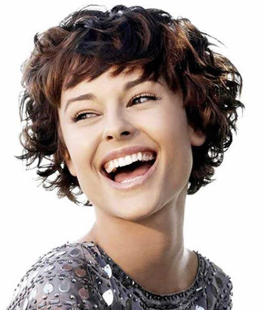 Kıvırcık Saçlar için Kısa Saç Modeli