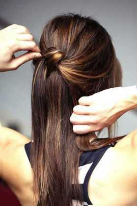 Yarım Topuz Karamel İnce Saç Modeli