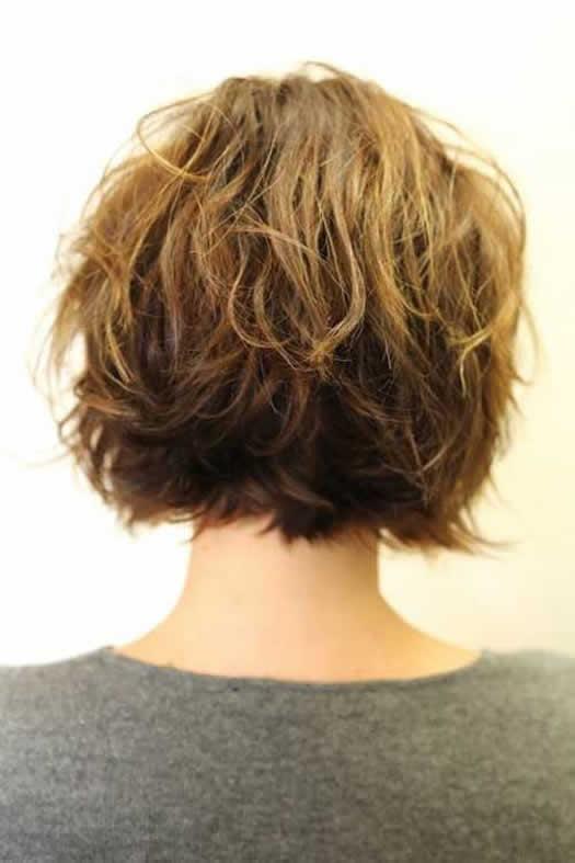 Kısa Dalgalı Bob Saç Modeli