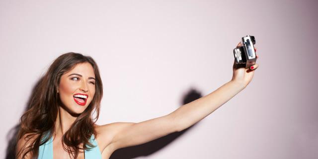 selfie-ceken-kadin