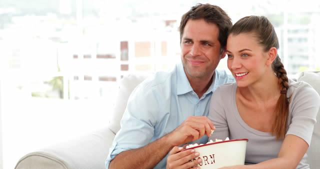 neseli-evli-cift-mutlu-evlilik